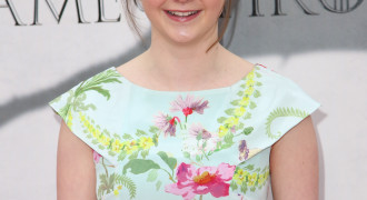 Maisie Williams – Floral Dress